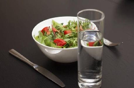 ¿Hace daño a la digestión tomar líquidos mientras comemos?