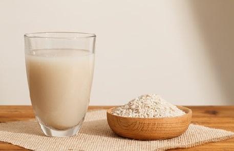 Beneficios de beber un vaso de agua de arroz
