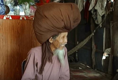 El hombre con el cabello más largo del mundo