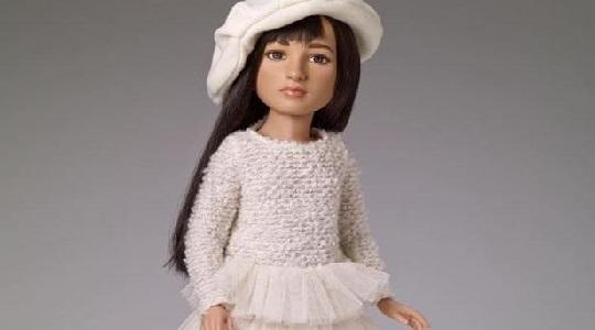 Presentan la primera muñeca transgénero