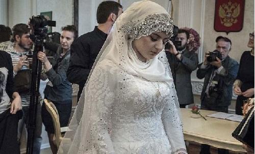 Matrimonio Simbolico En Brasil : Lágrimas en su boda joven es obligada a casarse