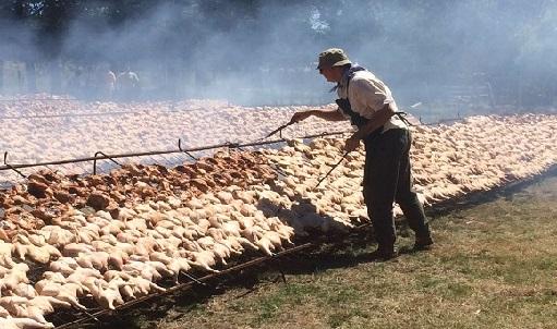 La parrillada de pollo más grande del mundo: 6 toneladas