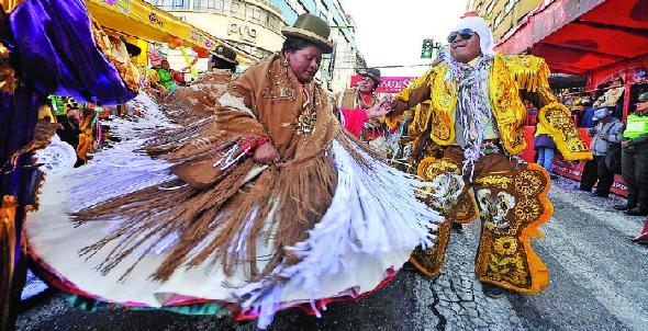 """Bolivia: Destacan que Carnaval paceño """"derrochó alegría y no agua"""""""