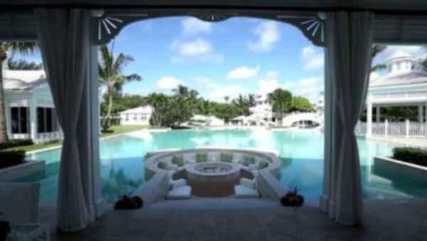 Celine Dion vendió mansión en Florida por 44 millones menos de lo pedido
