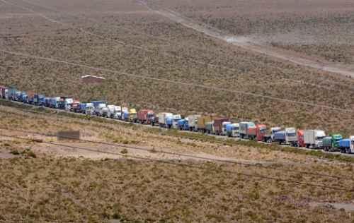 Paro en Chile perjudica a más de 6.000 camiones bolivianos de carga en siete días