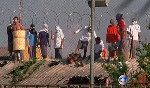 Trasladan a los líderes del motín en Manaos a prisiones federales y buscan a los prófugos