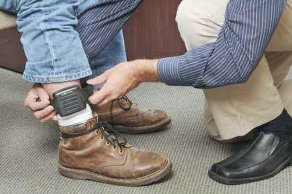 Bolivia: Gobierno prevé implementar hasta 2018 manillas electrónicas para reducir hacinamiento carcelario