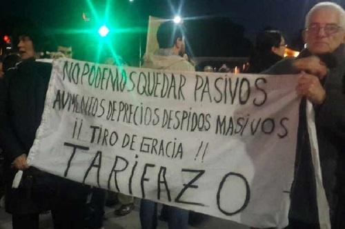 Argentinos comienzan la semana con otro tarifazo