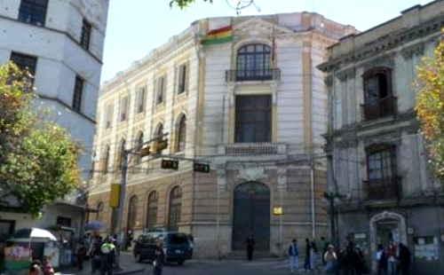 Argentina en 15 meses dio residencia a 80.000 bolivianos y expulsó sólo a uno