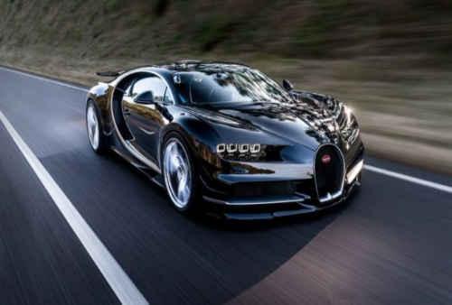 El largo y complejo proceso para producir a mano el auto más potente del planeta
